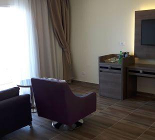 Wohnzimmer in einem Familienzimmer Dana Beach Resort