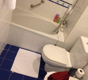 Badewanne und WC (Badezimmer) Hotel Anabel