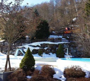 Zimmer-Terrasse mit Blick auf Pool und Spielplatz  Gartenhotel THERESIA