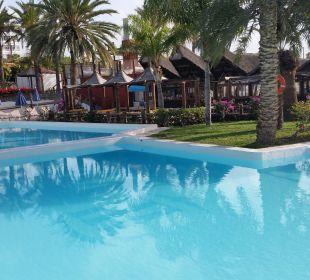 Der Pool Hotel Miraflor Suites