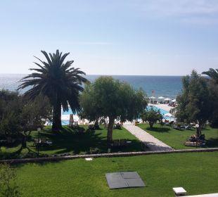 Blick vom Zimmer zur Gartenanlage lti Grand Hotel Glyfada