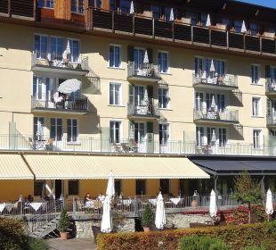 Hauptgebäude und Terrasse Richtung Süden Lenkerhof gourmet spa resort