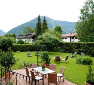 Zimmerblick auf Garten und Wallberg Gästehaus Hotel Garni Zibert
