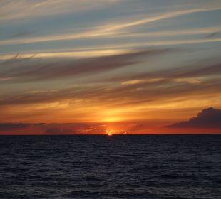 Sonnenuntergang am Strandaufgang Strandhotel Dünenmeer