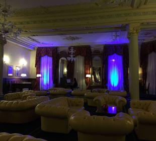 """Aufenthaltsraum,welcher an """"Club""""-Zeiten erinnert Hotel Reine Victoria by Laudinella"""