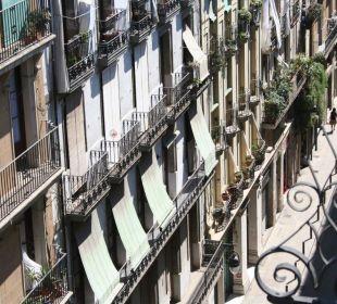 Blick von der Dachterrasse in die Calle Princesa Hotel Ciutat de Barcelona