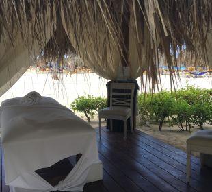 Massageliegen am Strand (leider teuer) IBEROSTAR Hotel Hacienda Dominicus