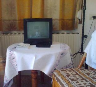 Fernsehecke mit Nostalgie-Fernseher Silence & Schlosshotel Mirabell