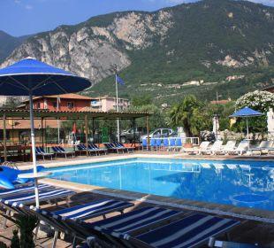 Der Pool Residenza Le Due Torri