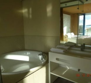 Übergroße Badewanne a-ja Warnemünde. Das Resort.