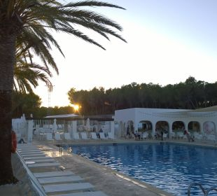 Pool und Poolbar   COOEE Cala Llenya Resort Ibiza
