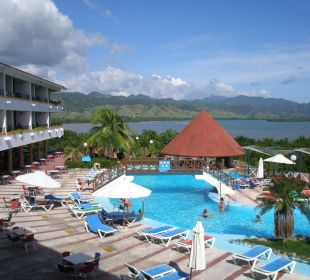 Blick vom Zimmer über den Pool und die Bucht Club Amigo Marea del Portillo