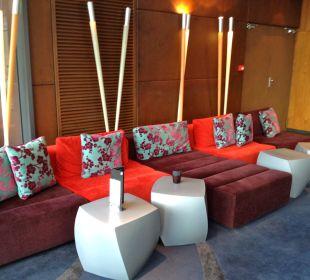 Gemütlicher Sitzbereich an der Bar Hotel Pullman Barcelona Skipper