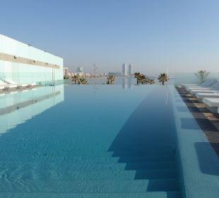 Poolanlage des Hotels W Barcelona Hotel