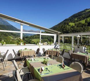 Sonnenterrasse mit Blick auf den Jaufenpass Hotel Alpenhof Passeiertal