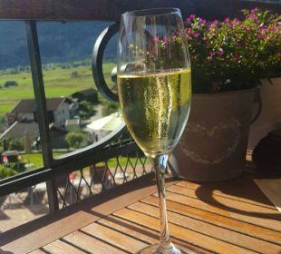 Ausblick vo Balkon (mit einem guten Glas Sekt) Hotel Post Lermoos