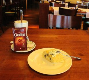 Nachmittagskaffee-/kuchenangebot in der Stüva Hotel Laudinella