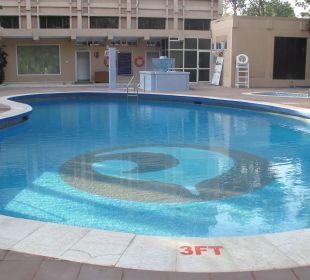 Kalter Pool Clarks Shiraz Hotel