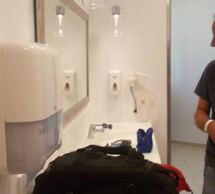 Duschbereich nach dem Check out am Abreisetag Hotel Elea Beach