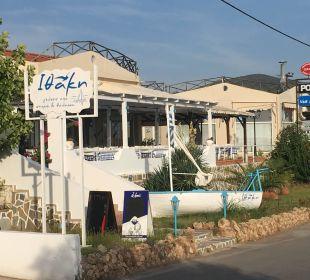 In dieser Taverne ist der Geldautomat versteckt Hotel Possidona Beach