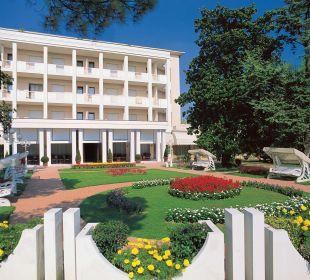 Giardino e vista entrata Hotel Terme Europa