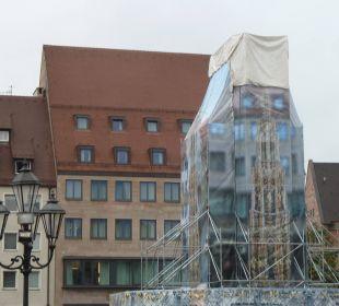Das Hotel vom Markt aus gesehen SORAT Hotel Saxx Nürnberg