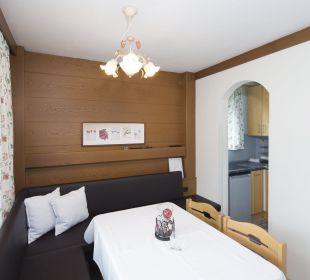 Familiensuite Angerer (74 m2)  Wohn- und Esszimmer Angerer Familienappartements Tirol