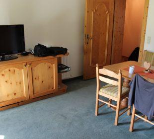Wohnzimmer mit Esstisch Wohnung Elferspitz Pension Ausserwieserhof