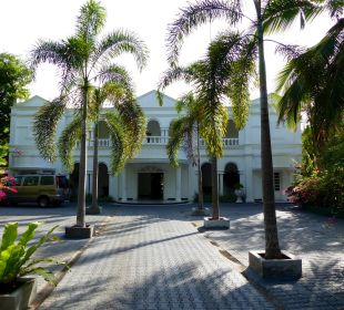 Eingang zum Hotel Bougain Villa