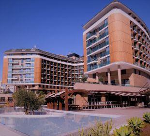 Blick auf das Aska Lara von der Poolseite her Aska Lara Resort & Spa