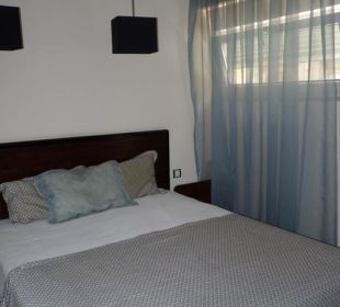 Bett im Zimmer 102