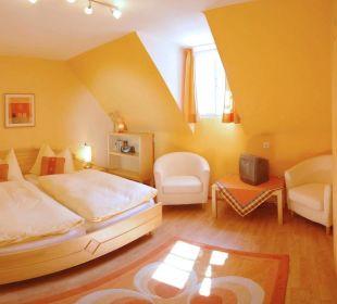 Jedes Schlafzimmer mit Sat-TV und Radio Apartment Hotel Bio-Holzhaus Heimat