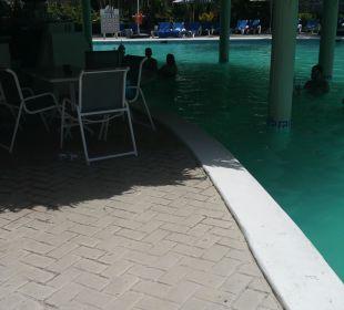 Milchiger Pool Hotel Vista Sol Punta Cana