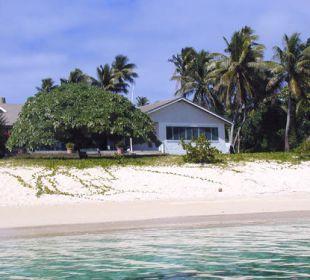 Blick vom Meer auf das Haupthaus Sandy Beach Resort Tonga
