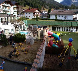 Innenhof  Leading Family Hotel & Resort Alpenrose