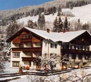 Winter-Außenansicht Gästehaus Wineberger
