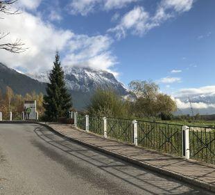Vor dem Hotel Alpenresort Schwarz