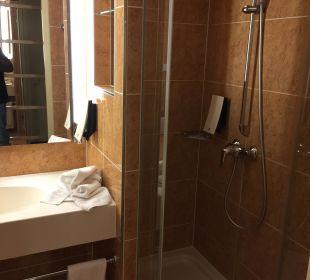Badezimmer klein aber gut Relexa Hotel Ratingen City