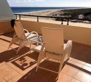 Sehr großer Balkon mit Blick aufs Meer IBEROSTAR Hotel Playa Gaviotas