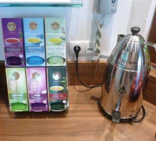 Kostenlos Tee im Schwimmbadbereich Wohlfühlhotel Falzeben