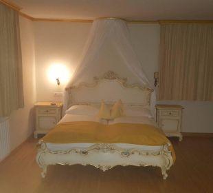 Himmelbett mit Sternenhimmel bei Nacht  Burghotel Deutschlandsberg