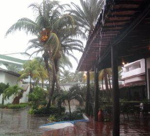 Anlage bei Regen Hotel Isla Caribe Beach