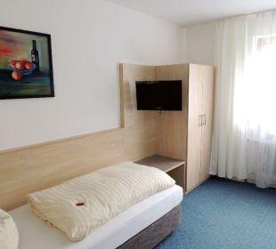 Unsere Einzelzimmer mit Betten in Überlänge Faxe Schwarzwälder Hof Waldulm