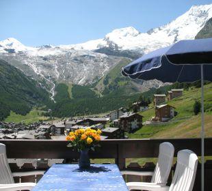 Aussicht im Sommer auf sechs 4000er Ferienwohnungen Azur
