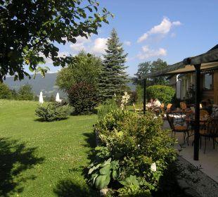 Gartenbereich und Terrasse Alm- & Wellnesshotel Alpenhof