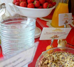Frühstücksbuffet während der Erdbeerzeit Hotel Monaco