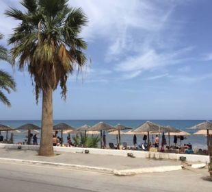 Zugang zum Strand direkt vorm Hotel Hotel Corissia Princess
