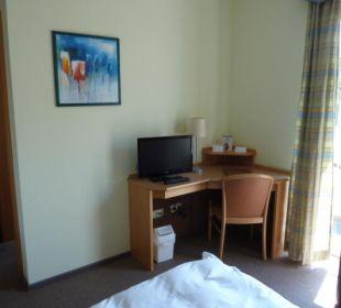 Schreibtisch und TV Hotel Gasthof Fenzl