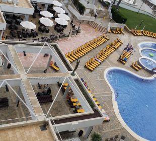 Blick auf Eingang, Pool, Garten Olimarotel Gran Camp de Mar