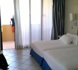 Unser Zimmer mit Blick auf den Balkon zur Meerseit Hotel H10 Tindaya